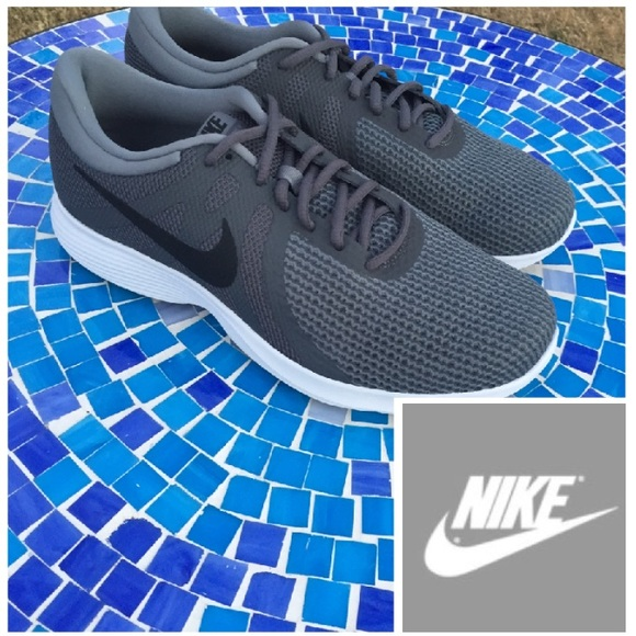 Nike Revolution 4 men's running shoes 10.5